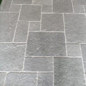 pierre grise Népal